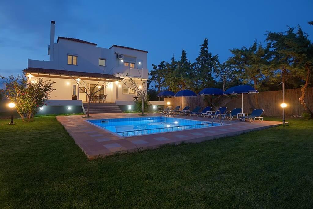 Romantic Evas Cottage Pool Area