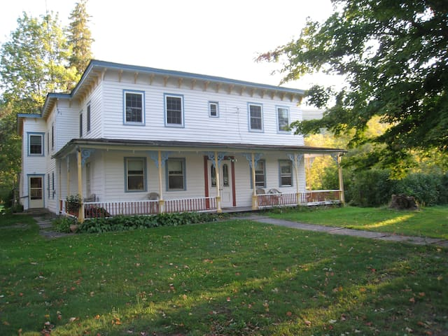 Large Catskill Vacation House - Lexington  - Hus