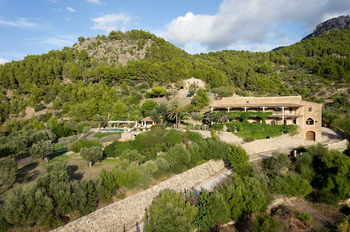 13thC Finca with breathtaking sunset sea view - Estellencs - House