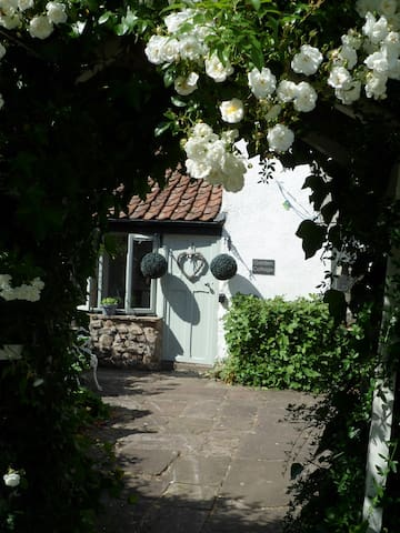 A beautiful stylish cottage in the heart of Magor