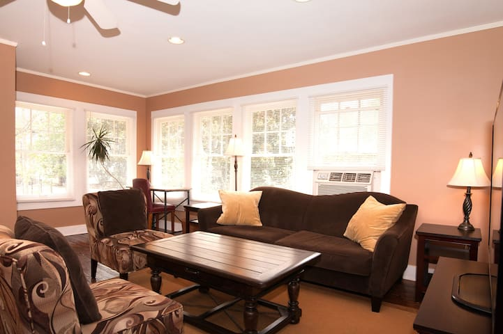 Quiet, Sunny Midtown Carriage House - Memphis - Apartemen