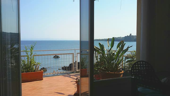 House by the sea with Acitrezza panoramic terrace