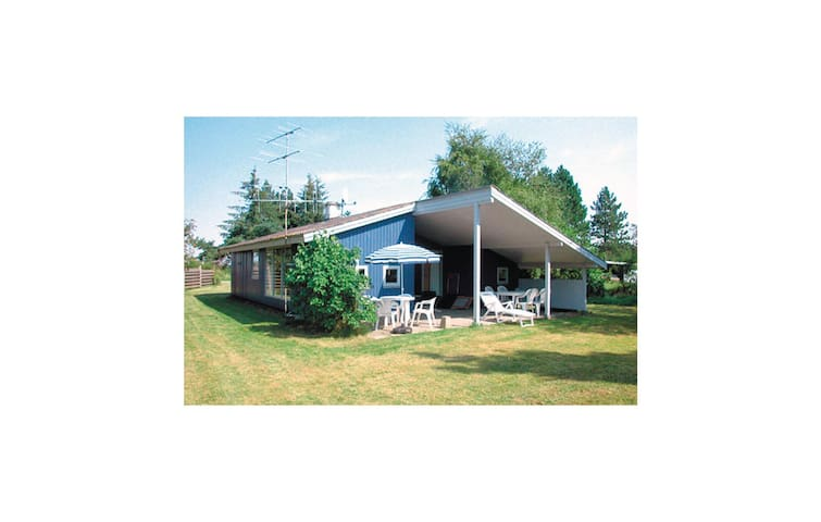 Holiday cottage with 3 bedrooms on 69m² in Rødby