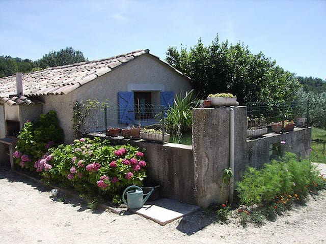 Gîte tout confort à la ferme, Grande Piscine - Vinsobres - House