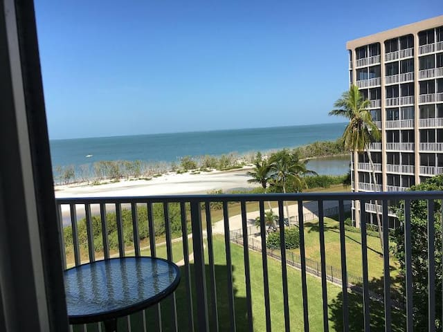 Oceanfront condo with direct Gulf views! - Fort Myers Beach - Lägenhet