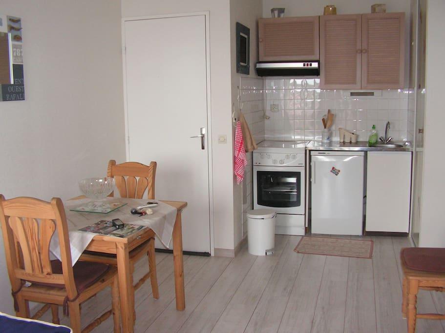 La kitchenette tout équipée.