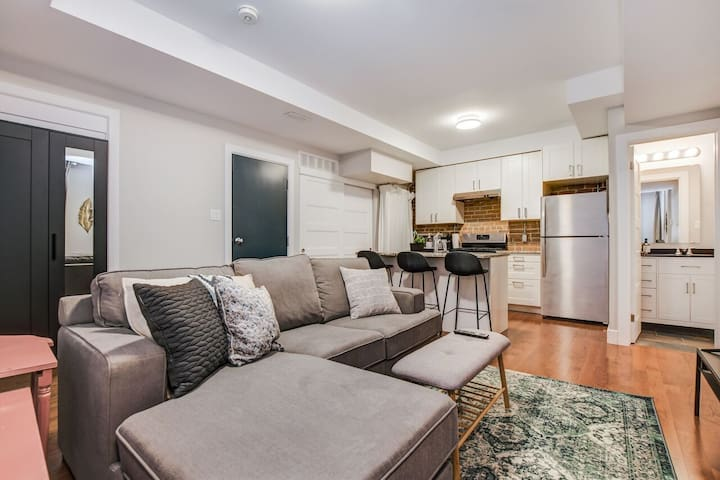 Stunning Downtown 1 Bedroom by Museum of Nature