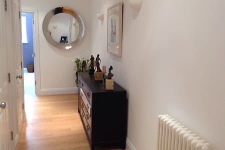 Penthouse Apartment  - Bromley - Huoneisto