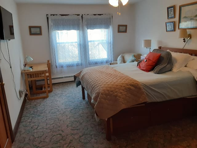 Clean 1-BR/BTH APT with Full Kitchen  28-Day+ Rent