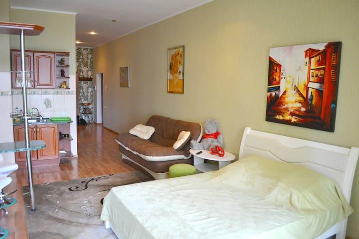 NICE FLAT NEAR SEA, ARCADIA PALACE, TERRACE .109 - Odesa - Lägenhet