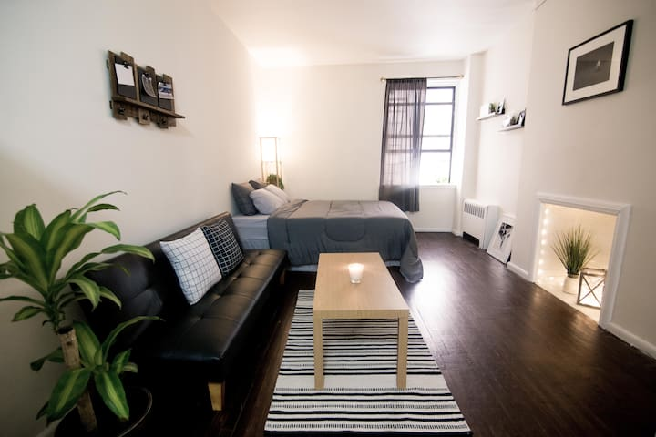 Cozy studio located in midtown west