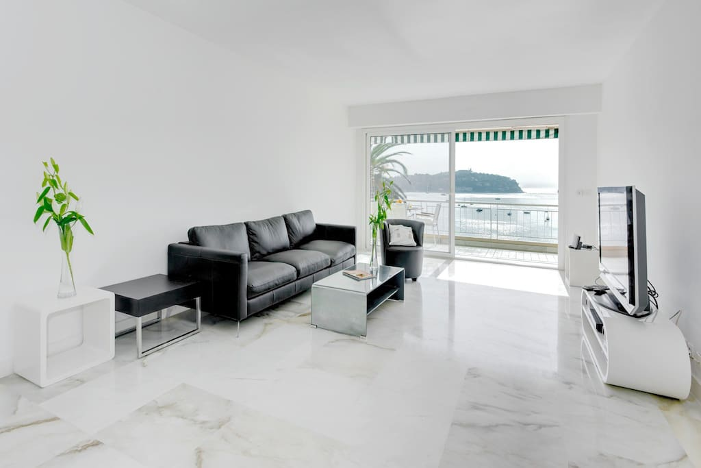 Lounge with balcony access and view over bay of Villefranche