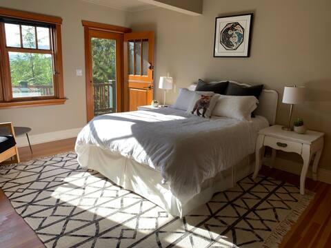 Guest Suite on Bowen Island Acreage - South Room