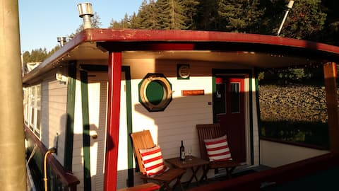 HOUSEBOAT FOR 2 or 3:  Get-Away  *Weekday Specials