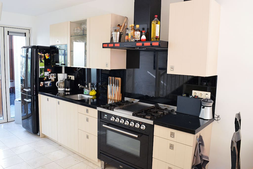 Prepare your own meal in this fully equipped kitchen