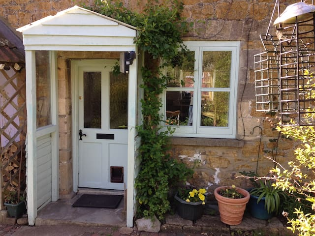 Charming 1820`s character terrace weavers cottage - Castle Cary - Dom