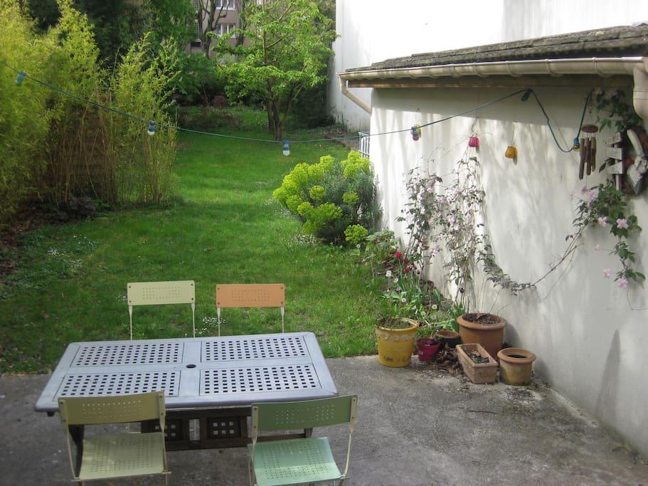 Terrasse agréable pour apéritifs et dîners en famille et entre amis