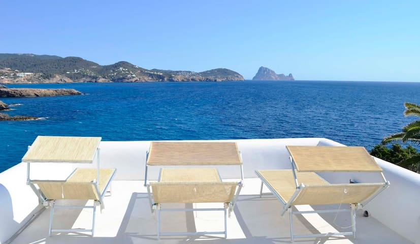 Charming house with pool, amazing sea views, Es Vedra, sunset - Only 5 minutes walking to the Beach