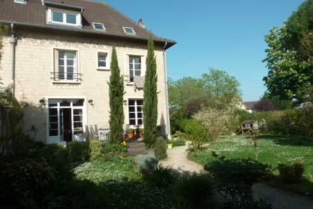 Maison 200 m² à 5 minutes de Caen - Colombelles - บ้าน