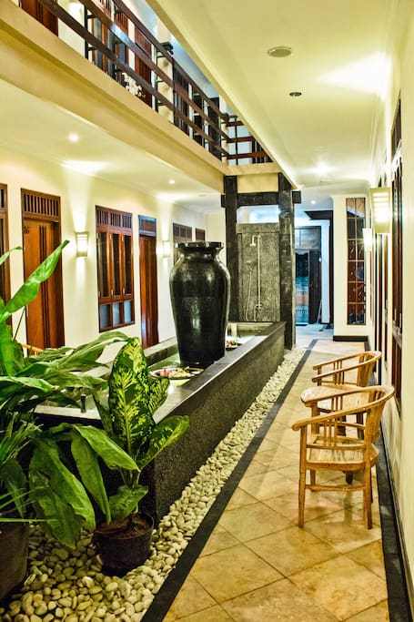 deluxe zimmer f r zwei personen h user zur miete in kuta bali indonesien. Black Bedroom Furniture Sets. Home Design Ideas