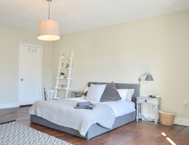 A Spacious 2 Bedroom Flat