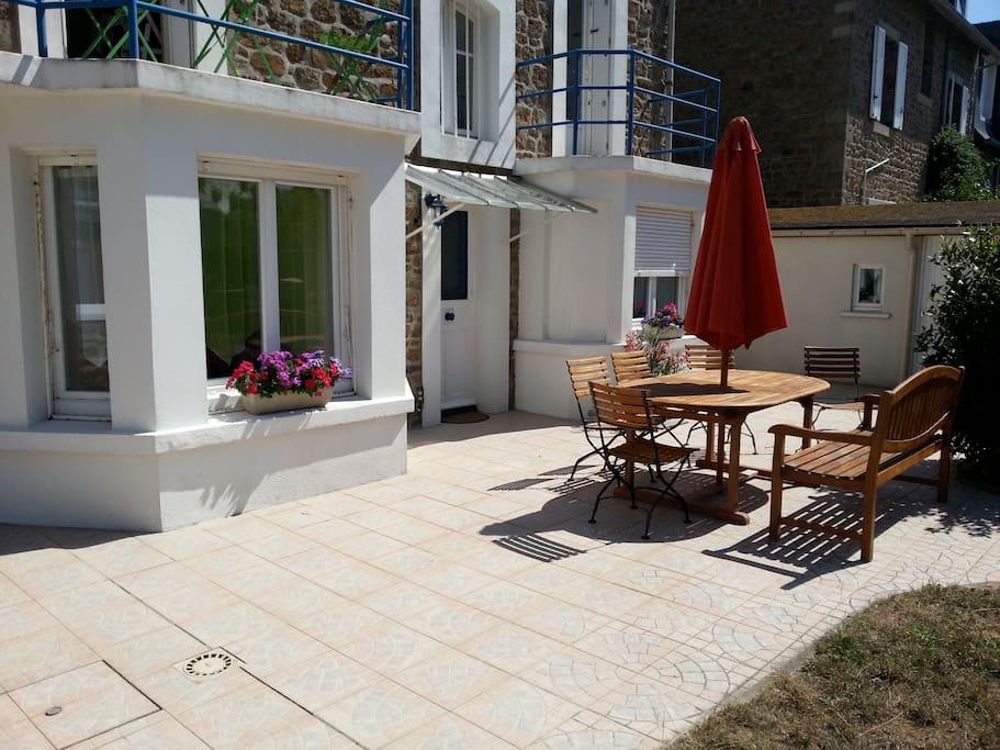 Appartement en bord de mer avec terrasse et jardin for Entretien jardin saint malo