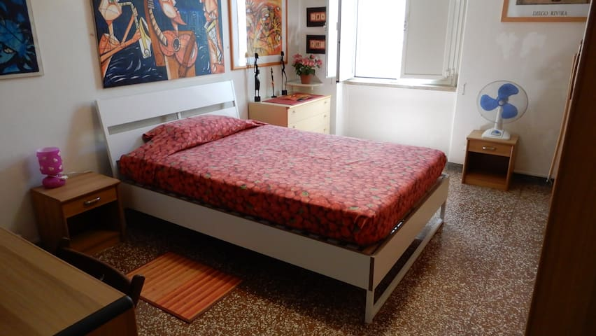 Cozy King Size Double Room in Central Area of Rome