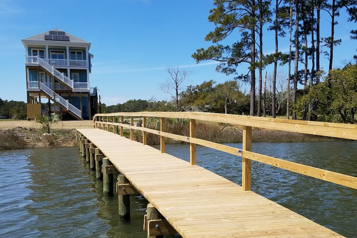 Boating Family Paradise w/ new Pool, Private Dock