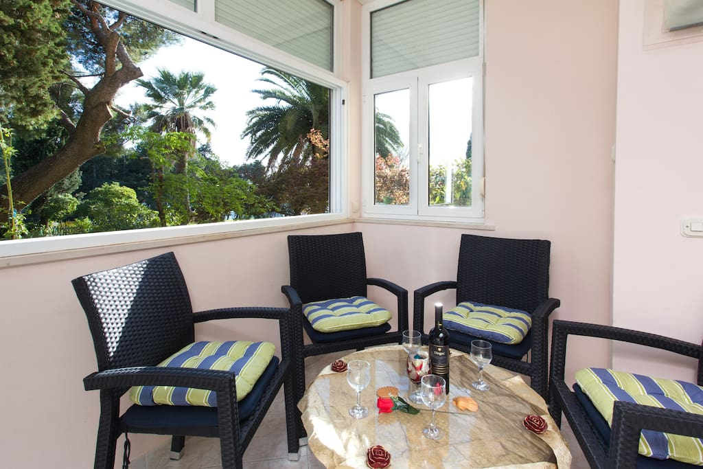 Enjoy after visiting the old town or swimming with a cup of coffee or tea in the palm trees and flowers among the bamboos