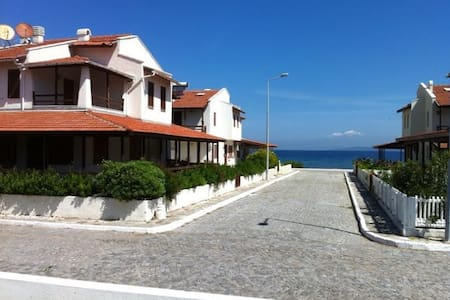 Summer House 20 m to beach in Cesme