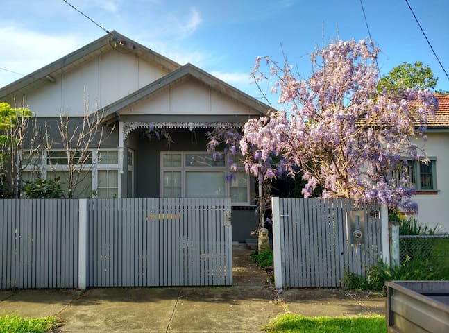 Melbourne 2BRM Victorian Home & Garden Living... - Newport - Haus