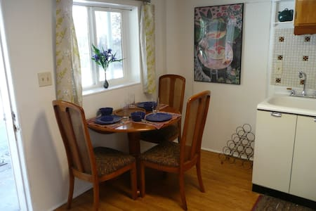Cozy, Convenient, in Town w Parking - Nevada City - Flat