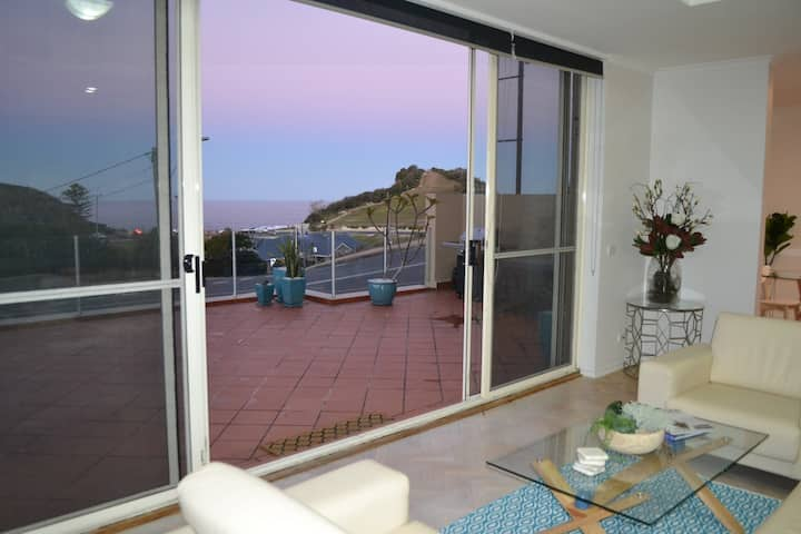 Terrigal Skillion View Beach Apartment
