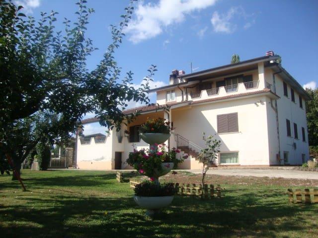 casa in collina con giardino - Valmontone - Hus