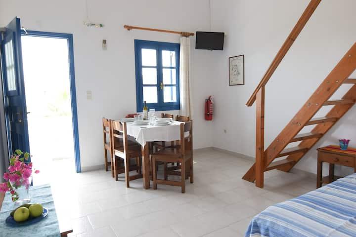 'Thalassitis' coastal apartment 7