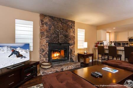 """Summit Run"" Walk to slopes, wifi, fireplace. - Big Bear Lake"