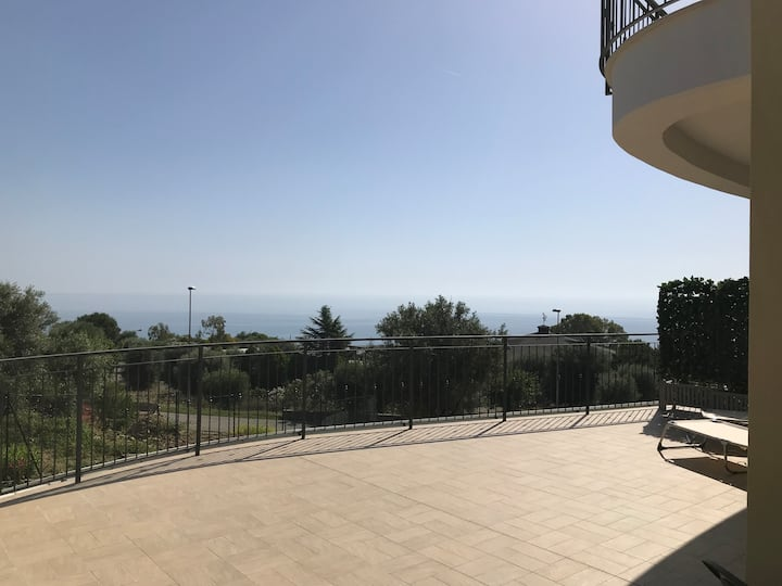 App.to - casa vacanze in villa moderna a Roseto CS