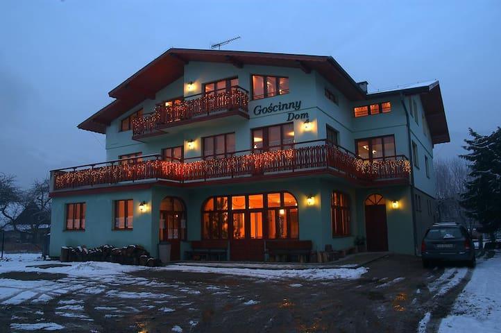 Goscinny Dom - Ustroń - Talo