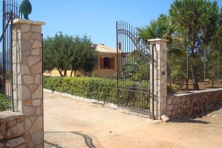 Villa sul mare - Castelluzzo