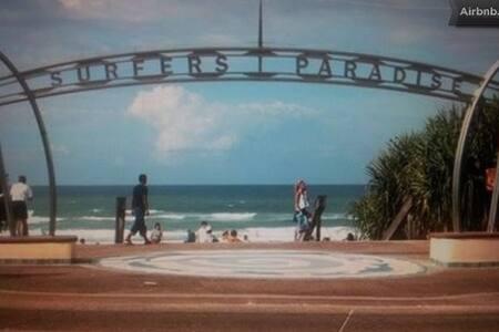 Surfers Paradise Beach Unit 5