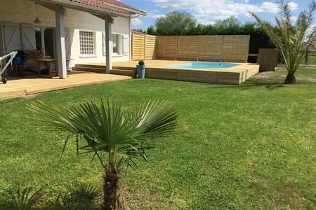 Maison avec piscine à Tosse, Landes - Hus
