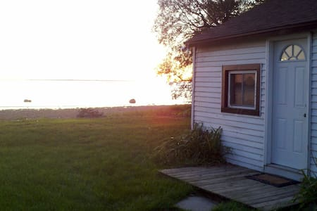 Sunset Cottage - Sackets Harbor