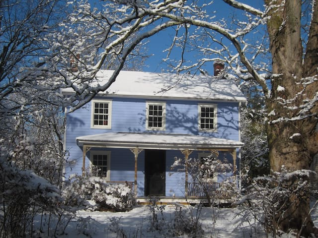 In-town 1860s Farmhouse,  Lovely Room Private Bath