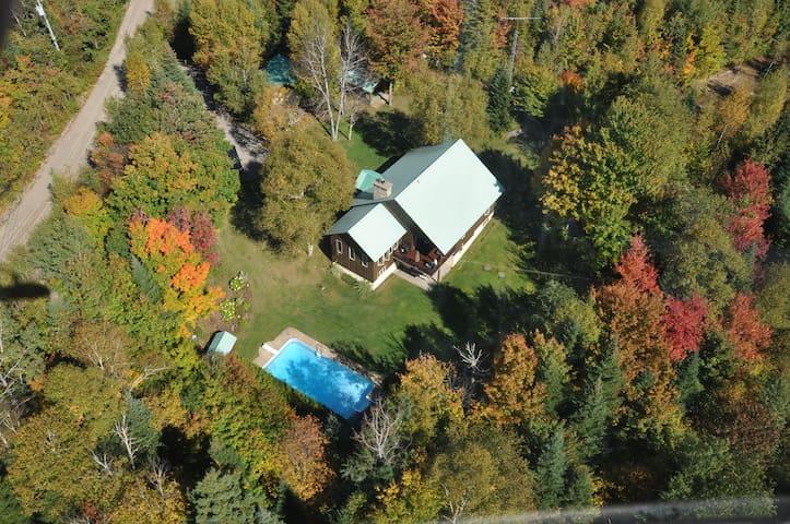 Grande Maison  avec piscine - Sainte-Agathe-des-Monts - House