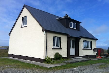 Uist/Benbecula self-catering house. 2 to 8 guests