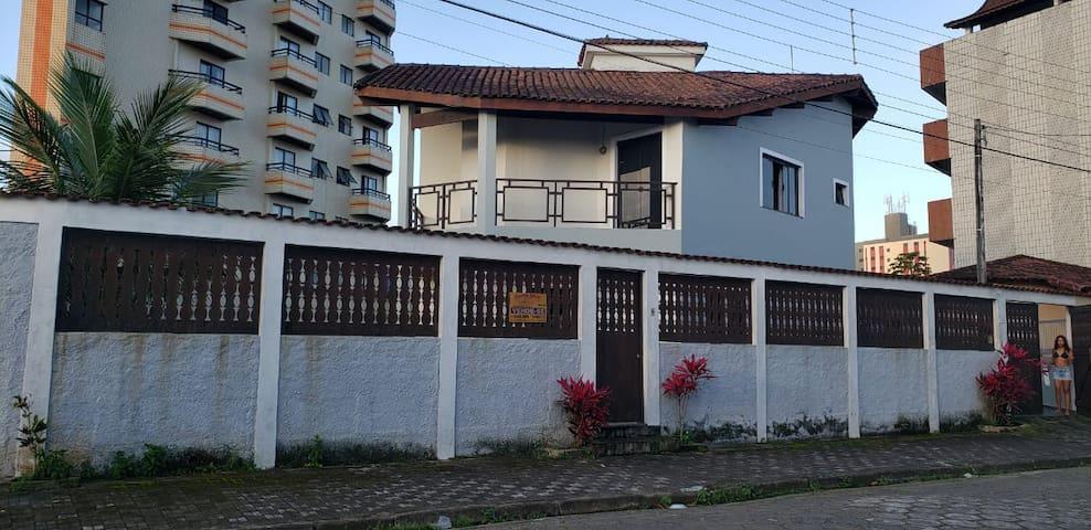 SOBRADO PARA TEMPORADA - ÓTIMA LOCALIZAÇÃO