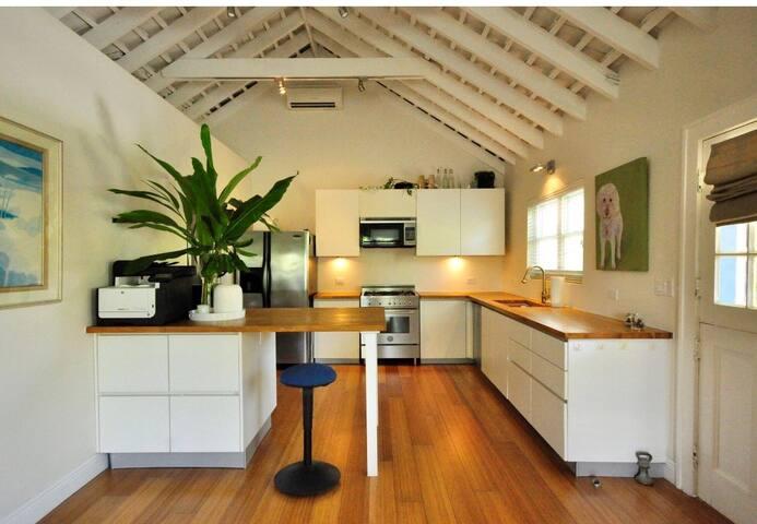 Designer Cottage - 2  bed, 2 bath, mins Hamilton
