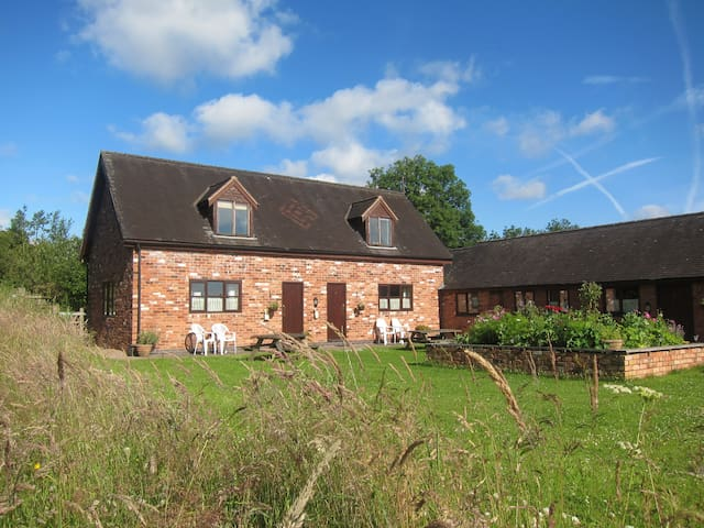 Lower Micklin Farm Cottage 1 near Alton Towers - Denstone