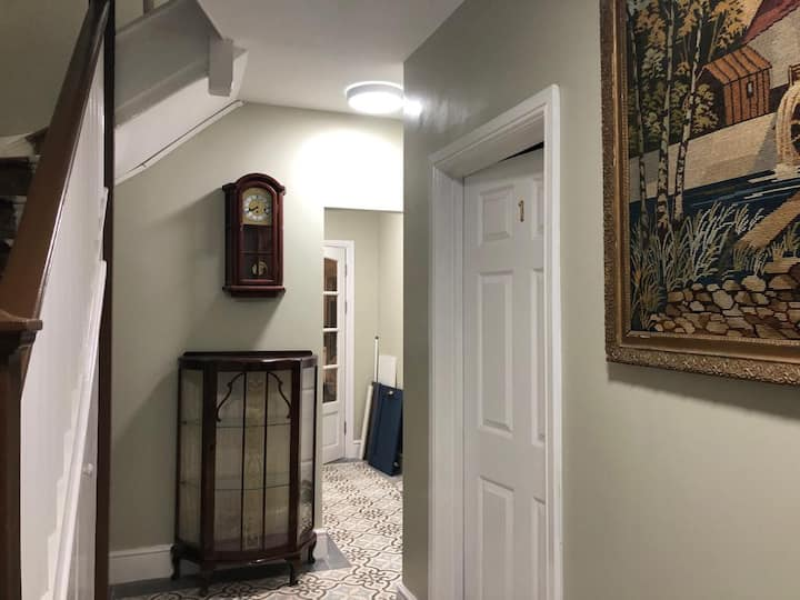 Accomm. for females in a stunning Edwardian House