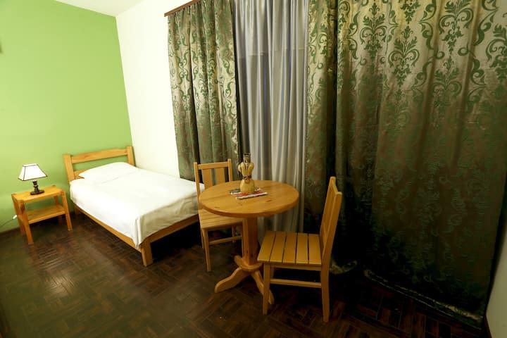 Khaki Green Room (Daravand Guest House)